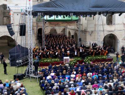 Wyjątkowa uroczystość na zamku w Ujeździe. Obchody 200 – lat diecezji sandomierskiej