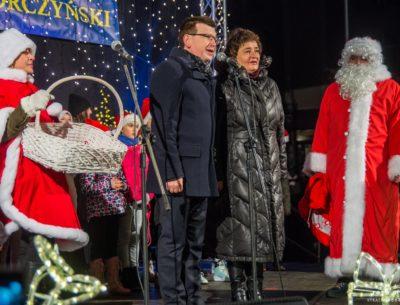 Rozświetlenie choinki w mikołajki zainaugurowało w Ostrowcu świąteczny nastrój