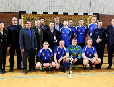 Miły akcent podczas zakończenia Turnieju Policjantów Województwa Świętokrzyskiego w Halowej Piłce Nożnej