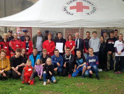 Zawody z pierwszej pomocy. PCK uczy młodzież jak ratować ludzkie życie