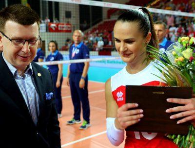 """Prezydent otrzymał złotą odznakę """"Za zasługi dla piłki siatkowej"""""""