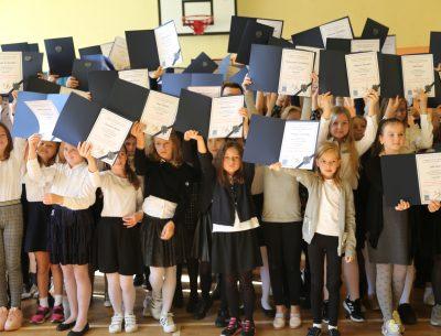 Mamy zdolną młodzież. Ponad sześciuset stypendystów w gminnych szkołach