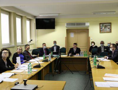 Bezpieczne finanse oraz liczne inwestycje.  Uchwalono budżet Ostrowca Świętokrzyskiego na 2021 rok