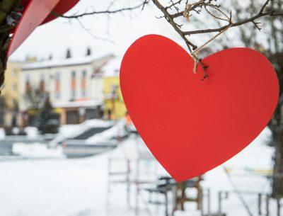 """Walentynki po ostrowiecku. Kino, spacery i sesje fotograficzne w """"Zaułku Zakochanych"""""""